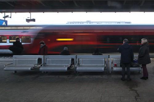 ÖBB Railjet service arrives into the opposite platform at Wien Meidling