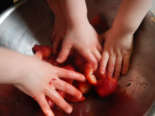 Cooking Day - Strawberry squishing