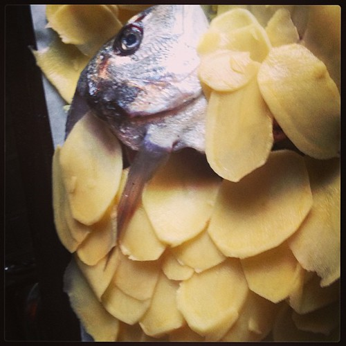 Orata con scaglie di patate