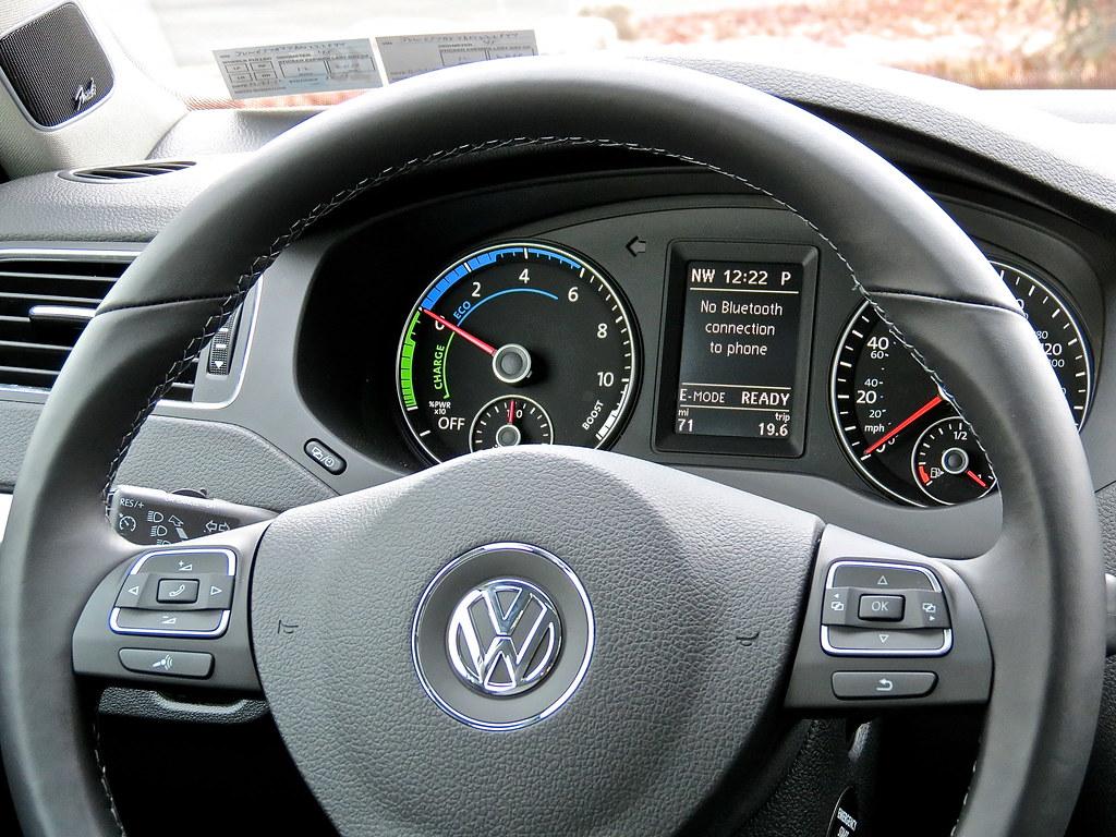 VW Jetta Hybrid steering wheel