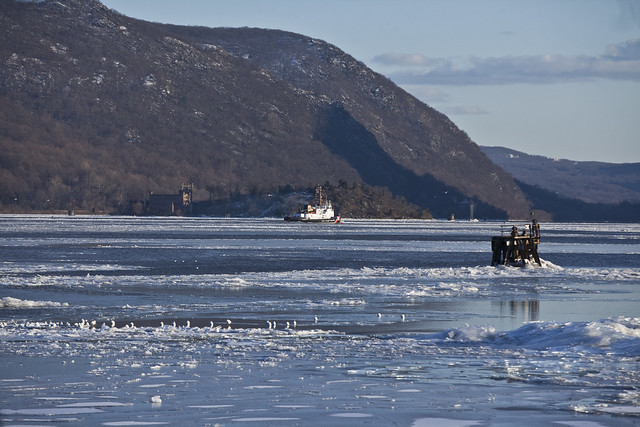 Icing on the Hudson River