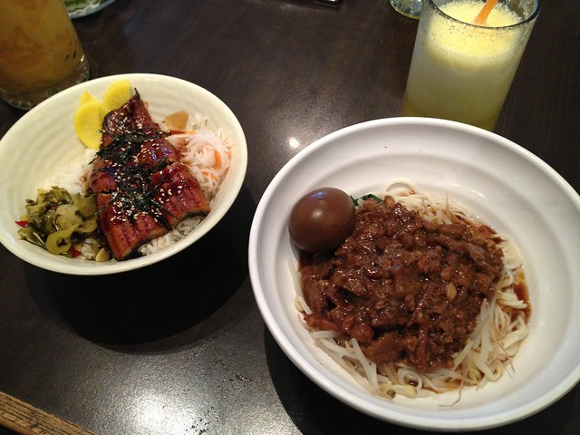 Unagi-don and minced pork on noodles