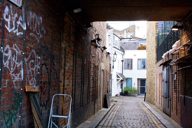 Portobello road london alley way