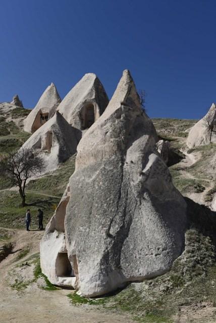 烏奇沙城堡 (Uçhisar Castle) 附近的地形,看起來像是冰淇淋的岩石。