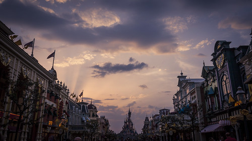 Dark Disney : Main Street is Mean (Disneyland Paris) - Photo : Gilderic