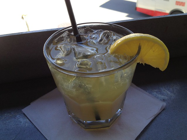 Bourbon lemonade cocktail - Lookout