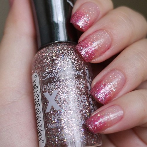 What type of nails will you be sporting for #Valentines day? I can't decide if I should go red or #glitter it up