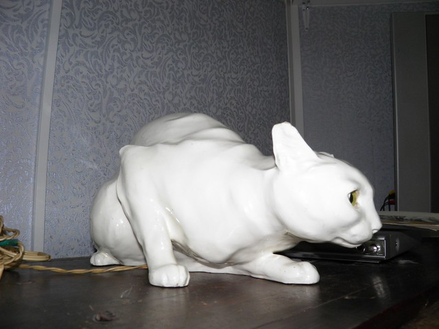 Фарфоровый кот // Porcelain cat