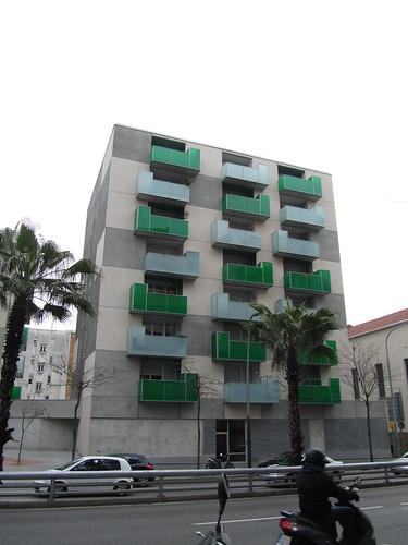 Nadie es perfecto-Edificios feos en Barcelona by debolsillo