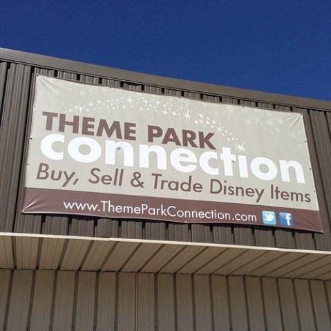 テーマパークのプロップやコスチューム、マニュアルまで売ってるお店でした。すげえ。