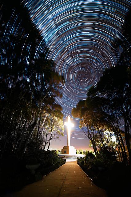 Glowing Cross por Nigel Anisson