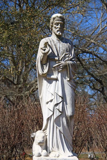 Statues at Memory Gardens