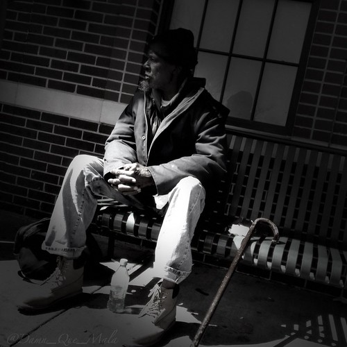 Waiting by damn_que_mala
