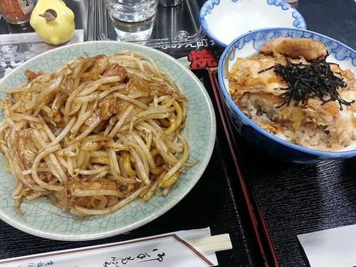 杉乃家さんで浪江焼そば+川俣シャモ親子丼。