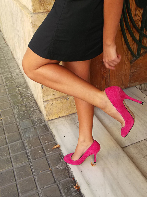 LBD, zapatos fucsia, collar babero de ganchillo, fuchsia shoes, crochet bib necklace, mango, zara, suiteblanco