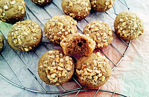 Gluten-Free Dried Papaya Muffins with Cashew Crumble