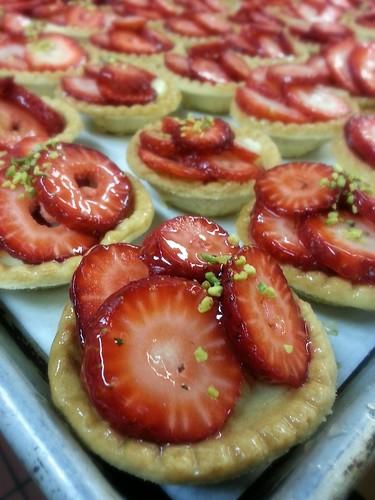 strawberry pistachio tarts by pipsyq