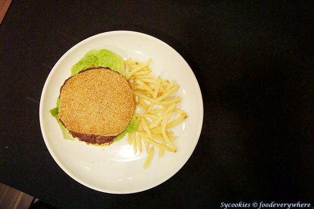 9.chicken burger @ skippy RM 12.90 (1)_