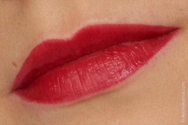11 Avon   Ultra Colour Indulgence Lipstick   Red Dahlia swatches