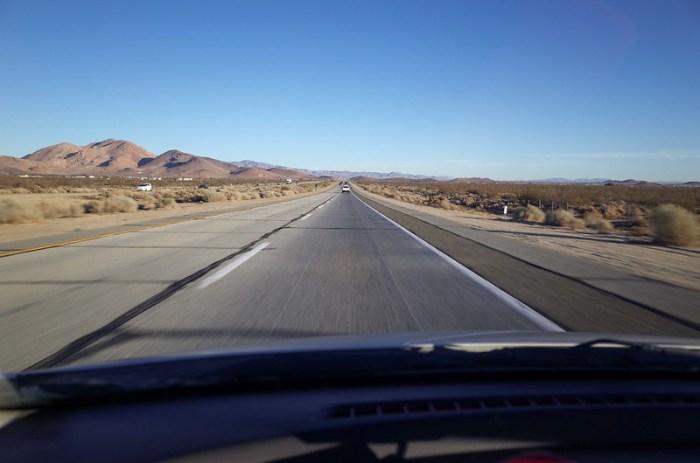 【往死谷的路上】美西的公路真的是又直,車又少