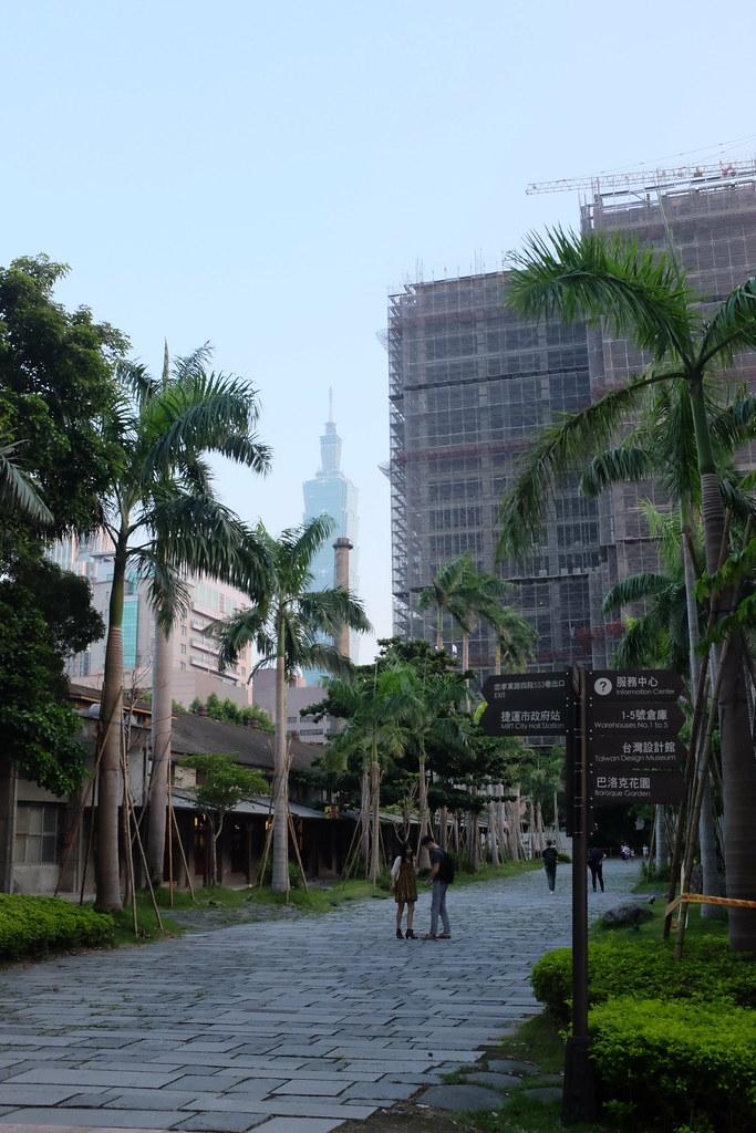 El rascacielos Taipei 101 desde el Songshan Creative Park en Taipei