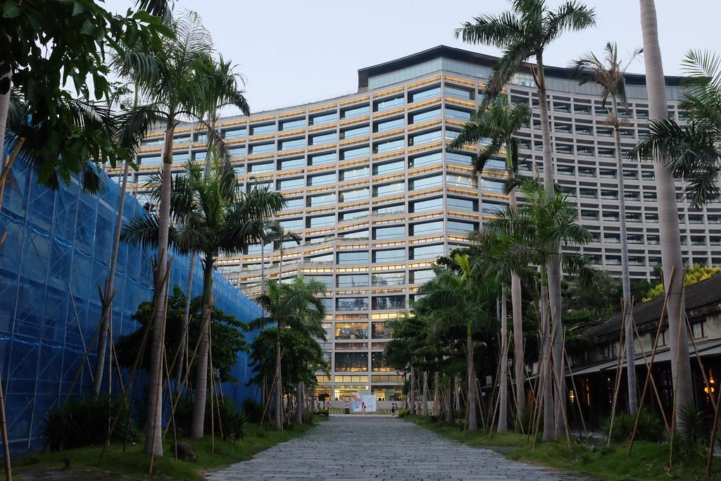 El edificio Eslite Spectrum en Songshan Creative Park en Taipei