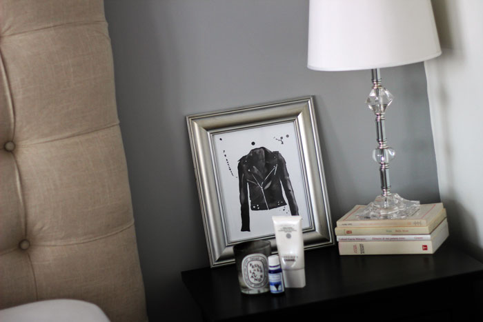 2-chambre-chevet-cadre-perfecto-indigo-livre-lampe