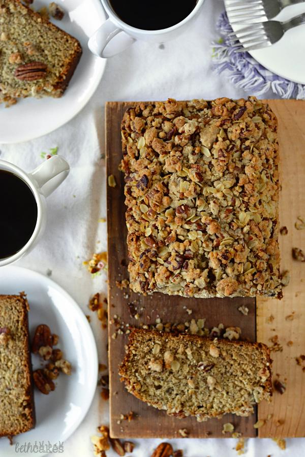 Brown Butter Maple Cinnamon Banana Bread with Pecan Streusel - bethcakes.com