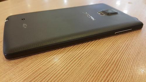 Samsung Galaxy Note Edge ด้านซ้าย