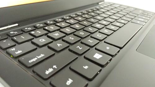 Keyboard ของ INHON Carbonbook 11.6 นิ้วเป็นแบบจัดเต็ม 6 แถวเลย