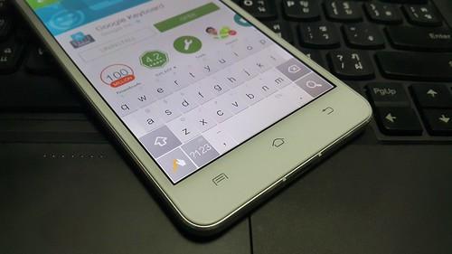 ข้อเสียคือ Keyboard ไม่มีภาษาไทย ต้องไปดาวน์โหลด Keyboard อื่นมาเปลี่ยนเอง