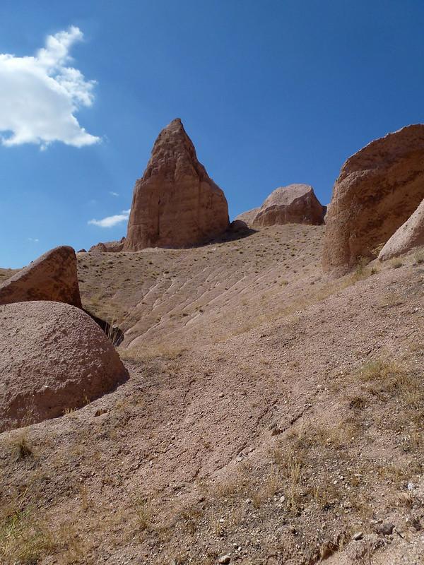 Turquie - jour 21 - Vallées de Cappadoce  - 083 - Çavuşin, Kızıl Çukur (vallée rouge)