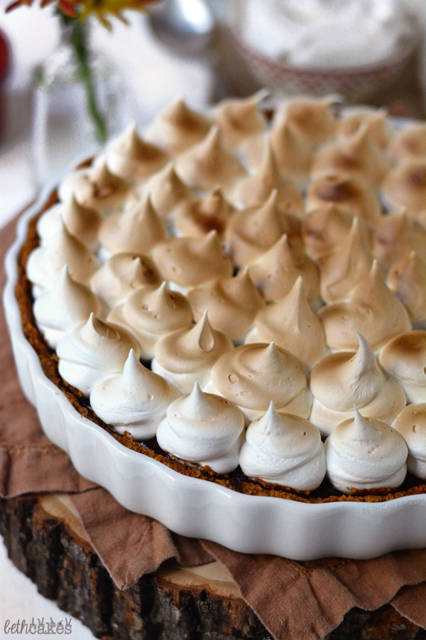 Nutella Pumpkin S'mores Tart - the perfect combination of creamy, crunchy, and toasty. bethcakes.com