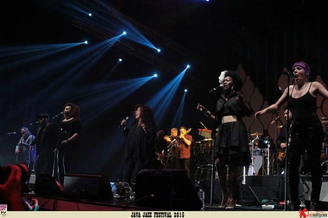Java Jazz Festival 2015 Day 2 - Incognito - ChakaKhan (2)