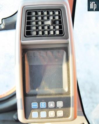 монитор в кабине Doosan DX225