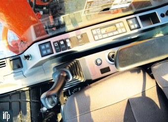 панель управления Doosan DX225