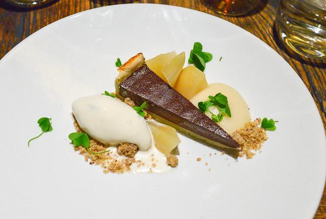 chocolate pear, hay