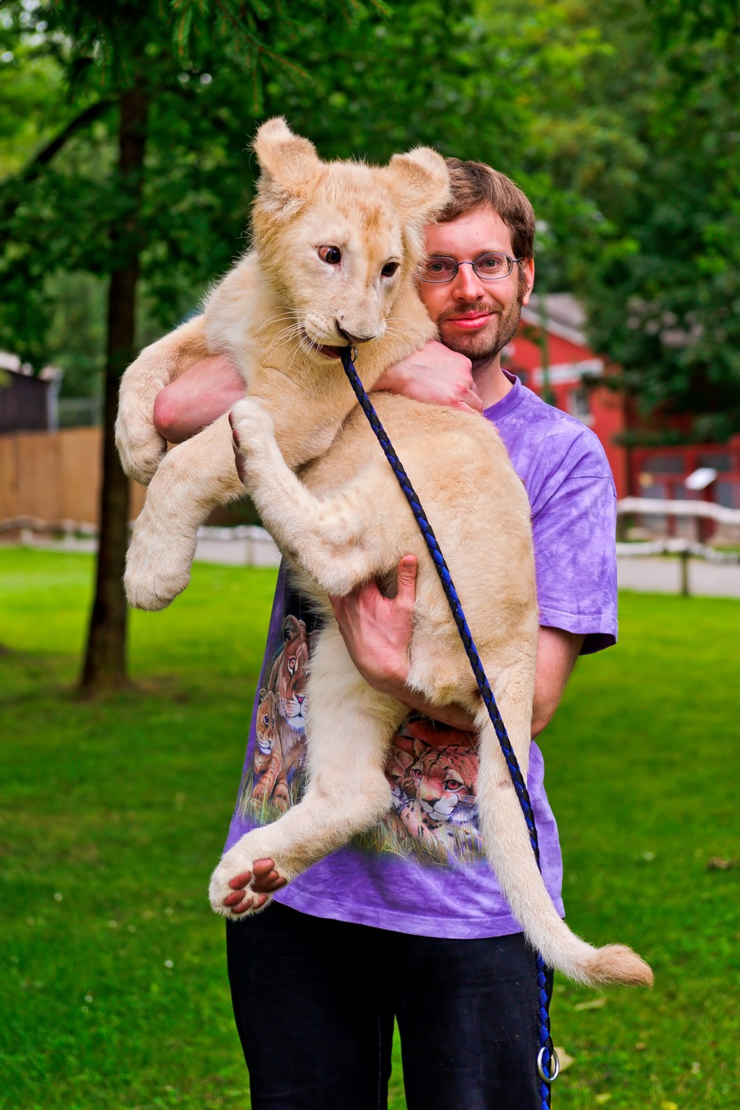León en brazos