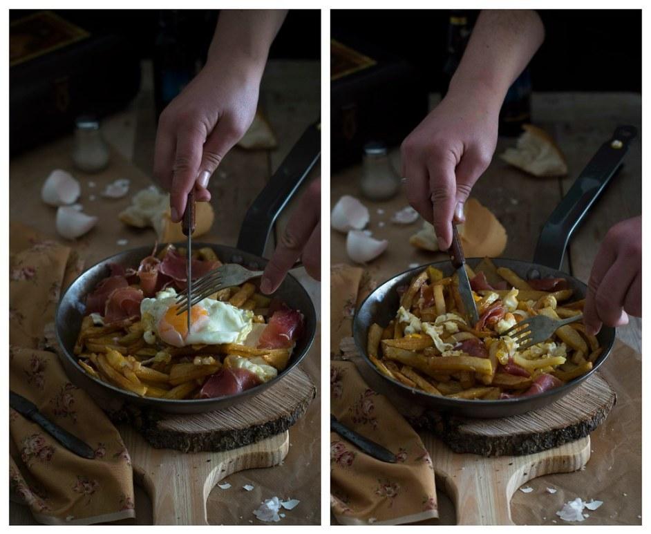 Huevos rotos con patatas fritas y jamón