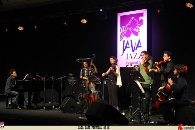 Java Jazz Festival 2015 Day 3 - Dwiki Dharmawan Violet Spin (2)