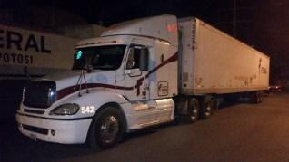 Localizan a cuatro turcos y un salvadoreño, que viajaban ocultos en un tracto camión
