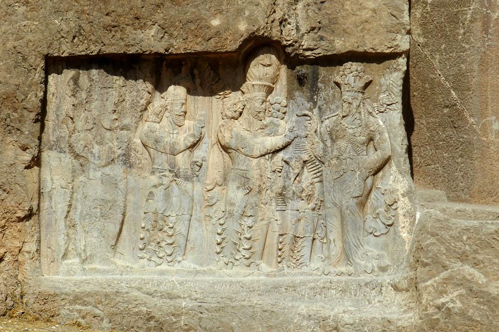 Naqsh-e Rostam bajorrelieve Coronacion de Narses Iran