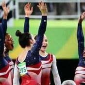 Que orgullo ver las gimnastas de EUA ganar medalla de ORO en los #olimpicos2016 - felicidades! #Rio2016.