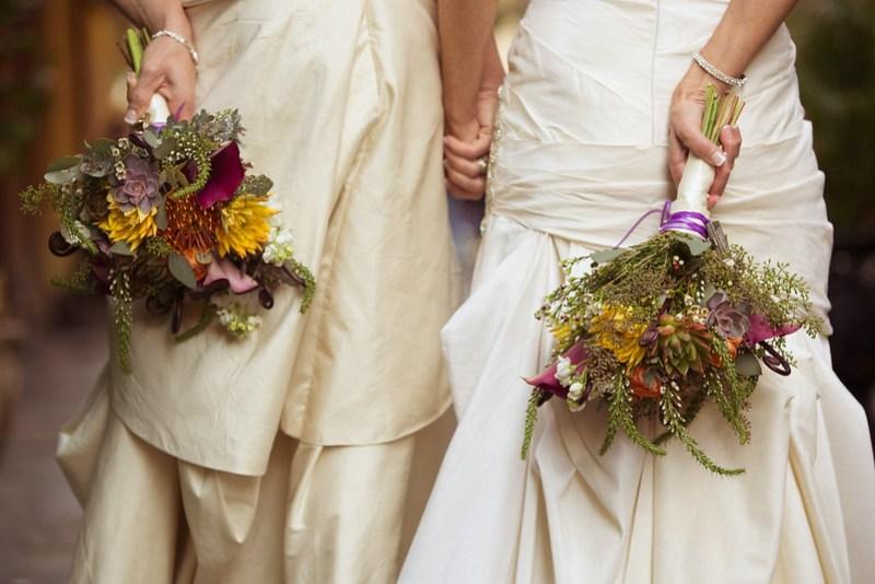 Winter wedding bouquets as seen on @offbeatbride