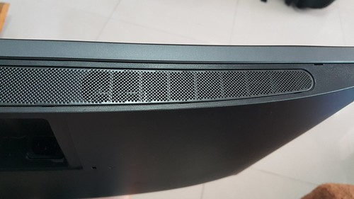 ลำโพงสเตริโอของ Dell UltraSharp 34 Curved Monitor U3415W อยู่ด้านล่าง