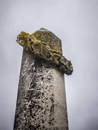 Funerary ring toss