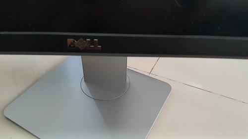 ฐานของ Dell UltraSharp 34 Curved Monitor U3415W เป็นแกนหมุนจอ