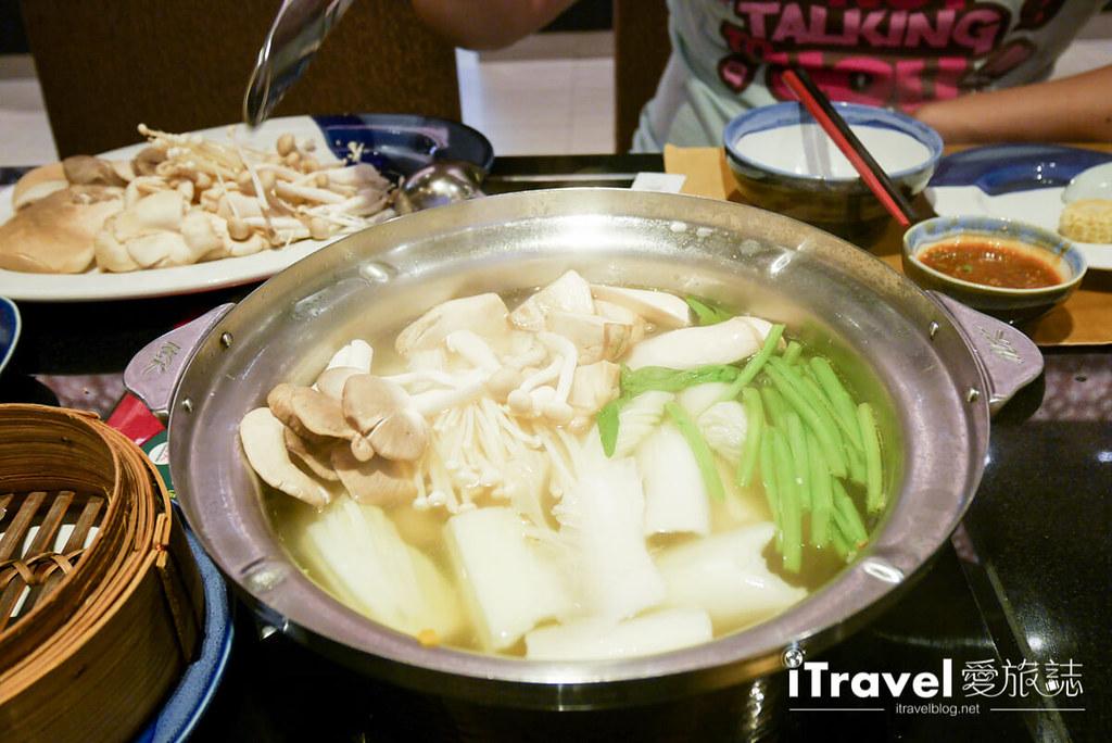 《曼谷美食餐厅》MK Gold Restaurants ‧ MK金火锅:清淡汤头佐以各式蔬食、肉与海鲜,大啖美食爽度飙高!