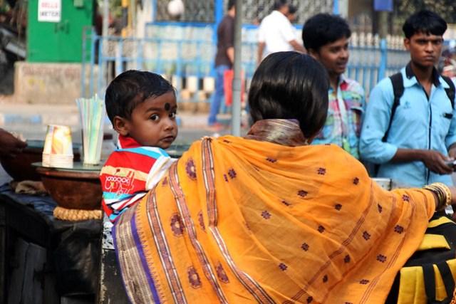 Kolkata_lapsi_sylissa