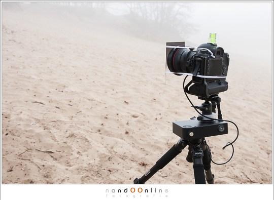 Camera, timer, statief... klaar voor de zonsondergang.